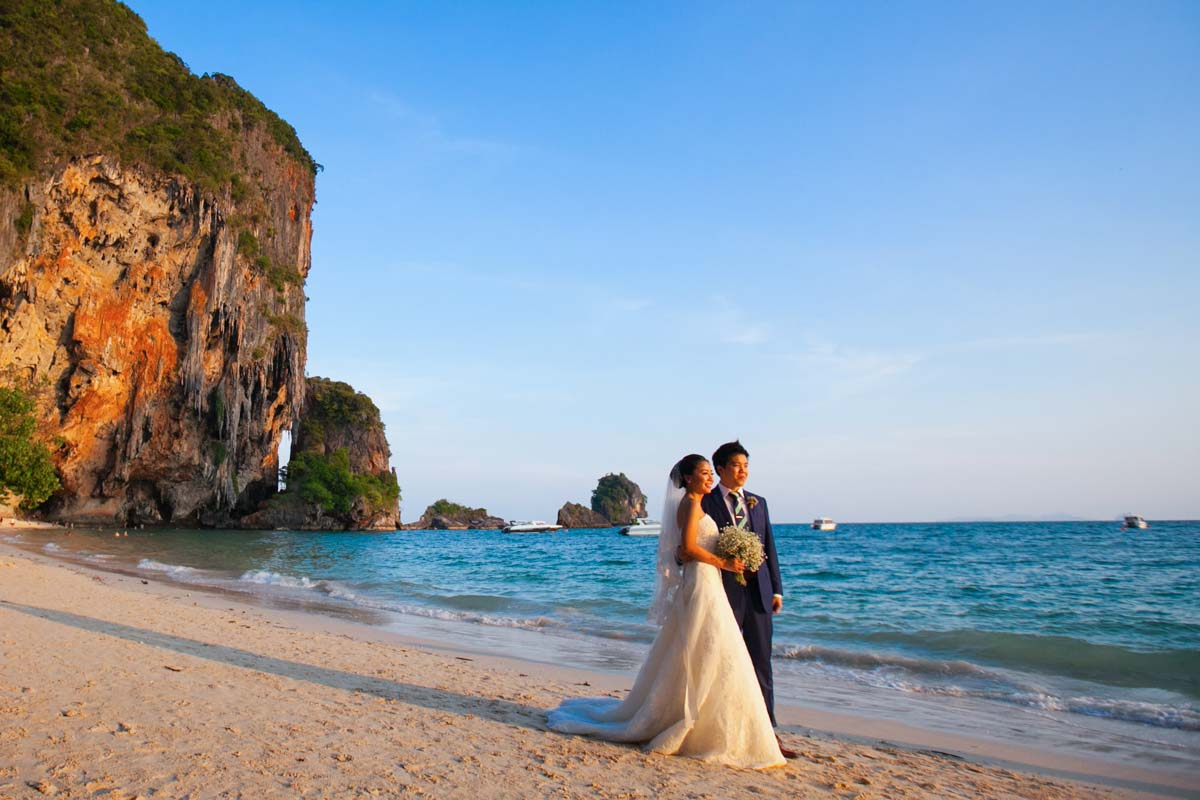 Krabi wedding Photographer for Jason and Shierly beach wedding at Railay beach ,Rayavadee Resort in Krabi ,Thailand.