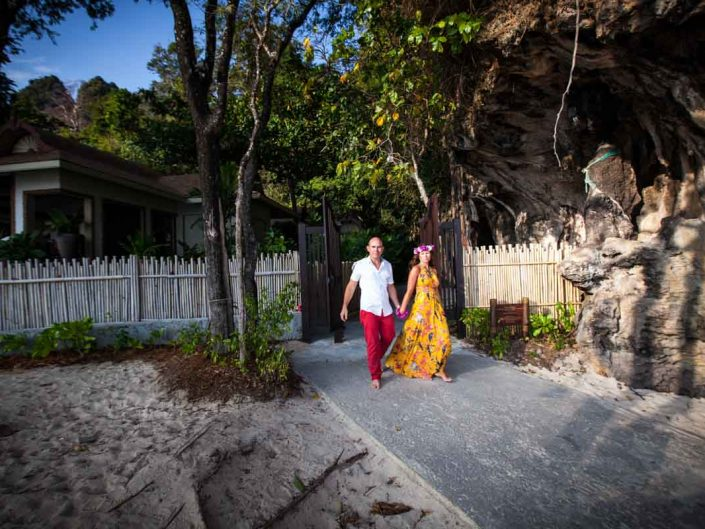 Marryan and Hanry honeymoon photo session in Railay beach Krabi
